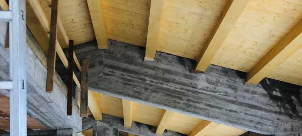 Realizzazione di struttura in C.A. con solaio di copertura in legno, utilizzando travi lamellari GL24H e tavolato a vista
